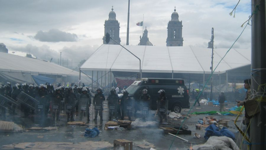 Teachers violently removed from Mexico City Zócalo attract mass support