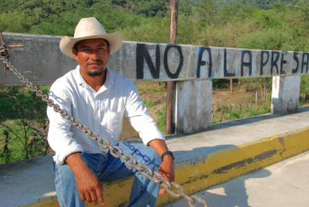 Fidel Heas Cruz, resident of Paso de la Reina and member of COPUDEVER at blockade