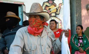 Juchitán Oaxaca: Zapotec Indians show solidarity with resistance to building one of the largest wind farms in Latin America, despite death threats from paramilitary groups paid by companies and protected by the government. (Photo: Santiago Navarro F.)