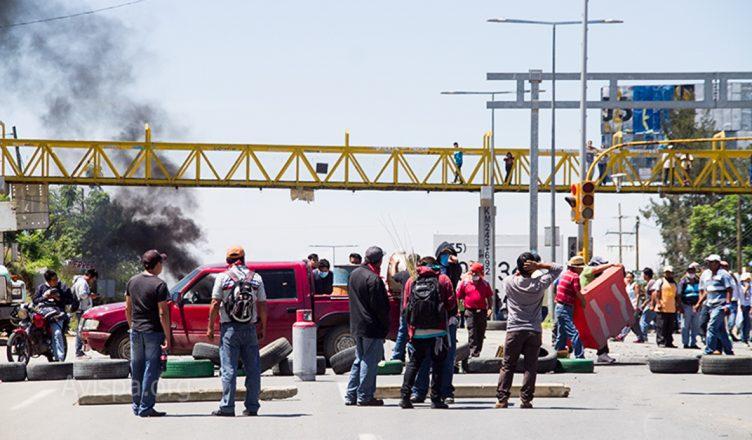 Hacienda-Blanca-Blockade-Barricade-Oaxaca