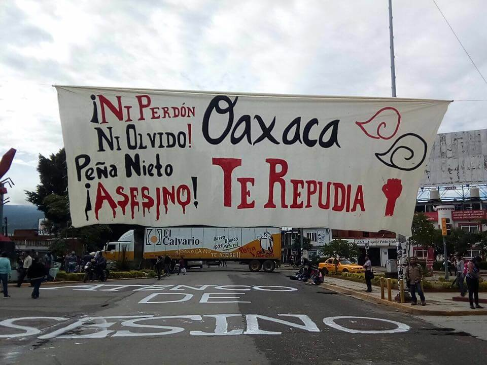 Rebel Oaxaca kicks out Peña Nieto